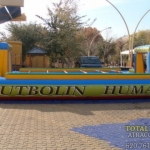 castillo_hinchable_futbolin_humano3